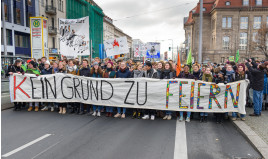 1JahrNurBlockiert,DemonstrationvonFridaysForFuture,Berlin,13.12.2019(49214068138)